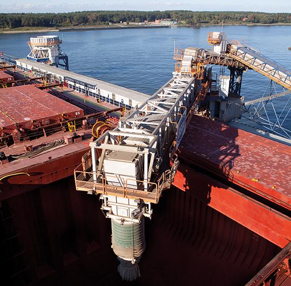 Siwertell ship loader is loading bulkmaterial