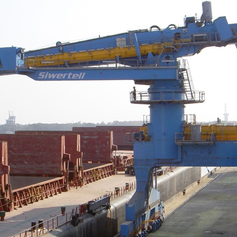 Blue Siwertell Ship unloader in operation