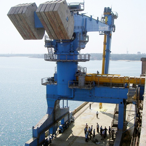 Blue Siwertell Ship unloader for fertilizer, India