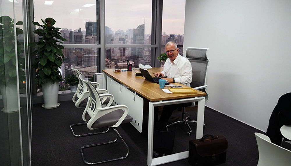 Siwertell Director sitting in the chair in the new office in Shanghai