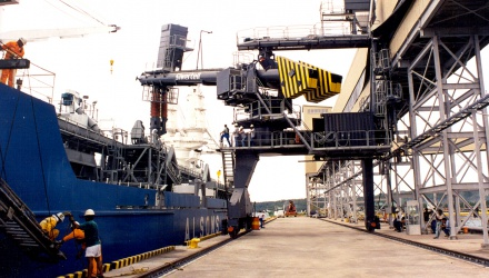 Navyblue Siwertell Ship loader in operation