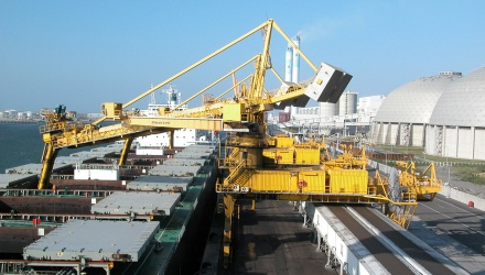 Yellow Siwertell Ship unloader in operation