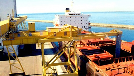 Yellow Siwertell Ship loader in operation